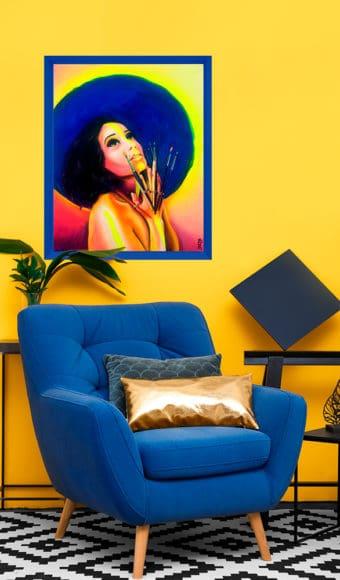décoration intérieur jaune et bleu tableau artiste portrait femme Zohra aux mains de pinceaux