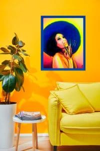 décoration d'intérieur jaune tableau artiste déco portrait Zohra aux mains de pinceaux